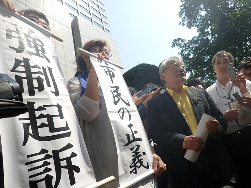 2012年6月11日最初に告訴をした時の福島地検前
